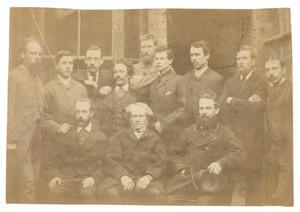 Groepsportret van Grimbysche zeilmakers met Johannes Ernestus Donkersloot (1858-1926)