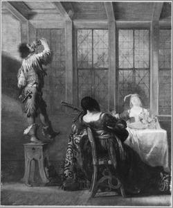 Jonge man drinkt staande op een kruk een glas leeg, bij een tafel waaraan twee musicerende vrouwen