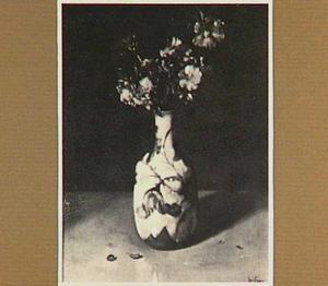 Bloemen in een chinees-porseleinen vaas