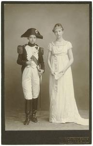 Portret van Wendela Boreel (1898-1984) en een onbekende jongen als Marie Louise von Habsburg en  Napoleon Bonaparte