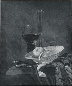 Stilleven met porseleinen schotel met vruchten en glaswerk