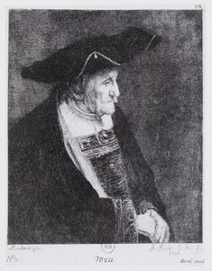 Oude man met hoed gedecoreerd met parels