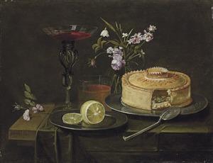 Glazen vaas met bloemen, een pastei en een wijnglas à la façon Venise