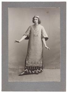 Portret van Hendrik Boudewijn ver Loren van Themaat (1884-1924) als Gabriël in het toneelstuk 'Lucifer' van Vondel