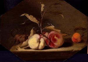 Stilleven van perziken op een stenen plint