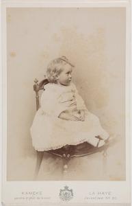 Portret van een meisje, waarschijnlijk Elisabeth Mechtild Marie Sopie Louise gravin van Aldenburg Bentinck (1892-1971)
