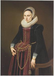 Portret van een vrouw met een plooikraag