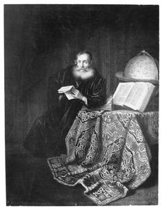 Een geleerde met een brief aan een tafel met een globe en een oosters kleed