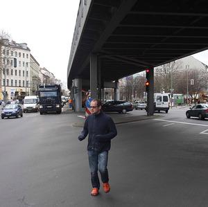Erik van Lieshout op straat in Berlijn