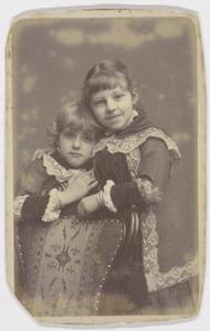 Portret van Johanna Smit (1877-1945) en Adriana Maria Smit (1878-1961)