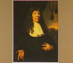 Portret van een man, op de achtergrond een landschap