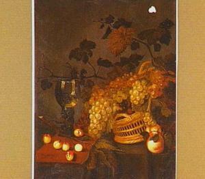 Stilleven met druiven, kersen, perziken en een gevulde roemer