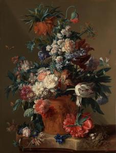 Stilleven van bloemen in een terracotta vaas