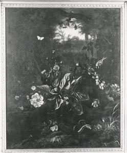 Stilleven van bloemen en dieren aan de rand van een bos