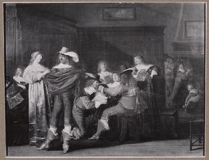 Elegant gezelschap met staand paar en knielende man in een interieur