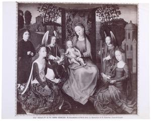 Maria met kind, de HH. Catharina en Barbara, musicerende engelen en een stichter