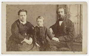 Portret van Peter Frederik Uhlenbeck (1816-1882), Julie le Roux (1842-1925) en Christianus Cornelius Uhlenbeck (1866-?)