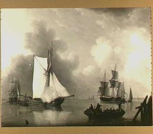 Driemasters en andere schepen op kalm water