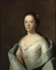 Portret van een onbekende vrouw in een wit met rode jurk en een blauwe sjawl