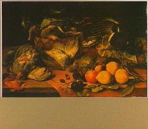 Gevogelte en vruchten op een tafel
