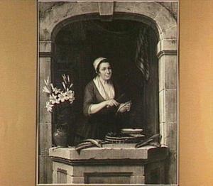 Vrouw in een venster die vis schoonmaakt
