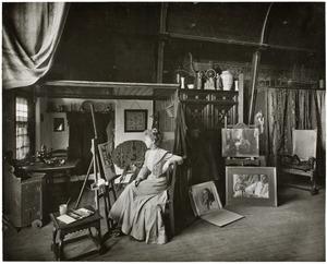 De schilderes Sophie Jacoba Wilhelmina Grothe in haar atelier aan de Jacob van Lennepkade 55, Amsterdam