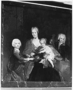 Portret van Maria de Lange (1696-1744) en haar kinderen
