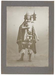 Portret van Willem Carel Wendelaar (1882-1967) als Lucifer in het toneelstuk 'Lucifer' van Vondel