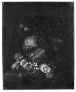 Silleven met vruchten op een tinnen bord