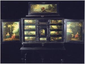 Een Antwerps kunstkabinet met diverse scènes uit Ovidius Metamorfoses