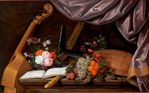 Stilleven met bloemen, vruchten en muziekinstrumenten