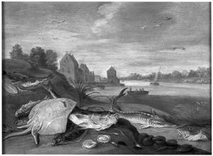Vissen op de oever van een rivier