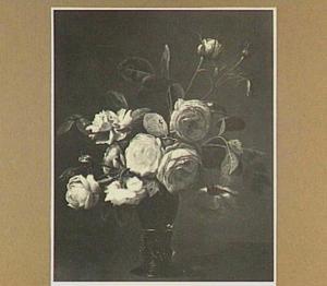 Bloemstilleven met rozen in een roemer