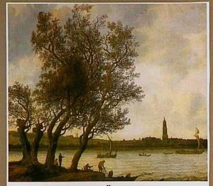 Gezicht op Rhenen vanaf de oever van de Nederrijn
