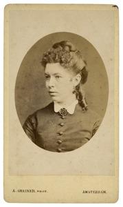 Portret van waarschijnlijk Maria Elizabeth van der Wissel (1839-1930)