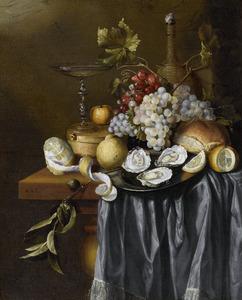 Stilleven met vruchten, oesters en tazza