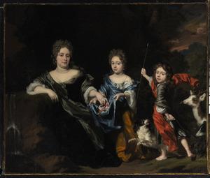 Familieportret van een onbekende vrouw met twee kinderen