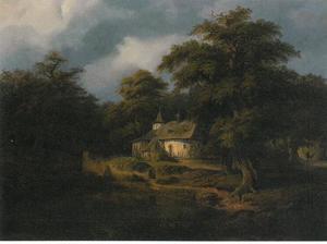 Oude kapel aan de rand van het bos