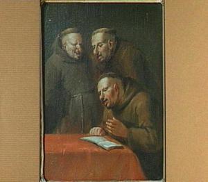 Drie zingende monniken bij een tafel