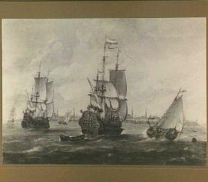 Hollandse schepen voor een havenstad