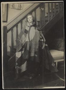 Nelly van Doesburg in door François Angiboult, Comtesse d' Oettingen ontworpen kostuum