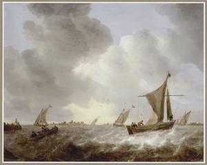 Zeilboten en een roeiboot op woelig water voor de kust