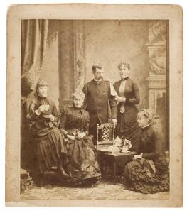 Portret van de kinderen van Daniel Maximiliaan van Hangest baron d'Yvoy (1827-1892) en Catharina Constancia Wilhelmina gravin van Limburg Stirum (1834-1871)