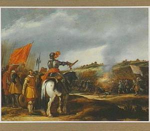 Legeraanvoerder geeft bevel tot de aanval, een veldslag in de verte