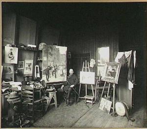 Johan Braakensiek in zijn atelier aan het Sarphatipark 42, Amsterdam