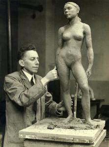 Johan Wertheim aan het werk in zijn atelier