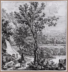 Boomrijk berglandschap met reiziger op een ezel