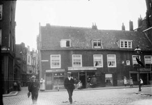 Gezicht op de Lange Baanstraat te Rotterdam