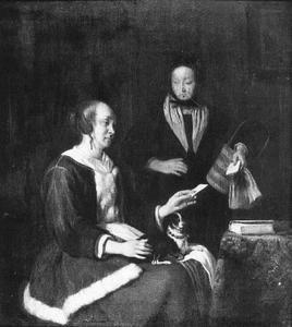 Vrouw met brief en een dienstbode
