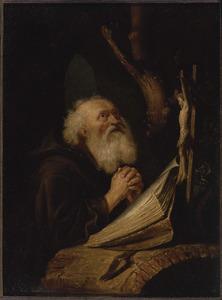 Kluizenaar biddend in een grot